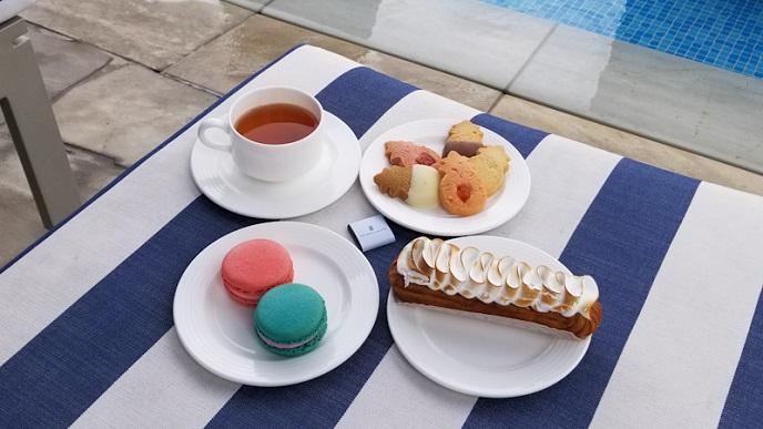 Macaron and Lemon Meringue creme puff pastry